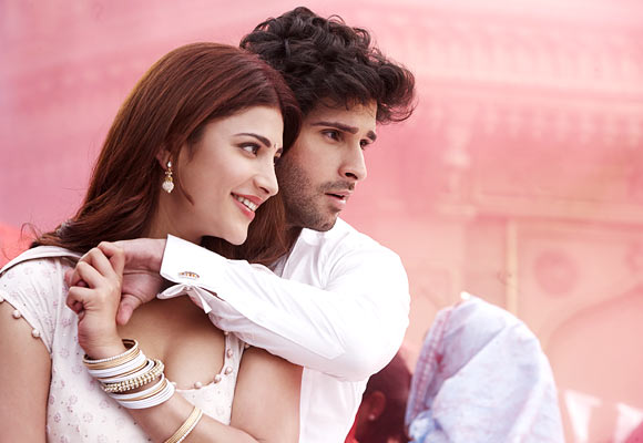Shruti Haasan and Girish Kumar in Ramaiya Vastavaiya