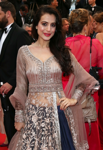 Current Bollywood News & Movies - Indian Movie Reviews, Hindi Music & Gossip - PIX: Ameesha Patel, Puja Gupta arrive in Cannes