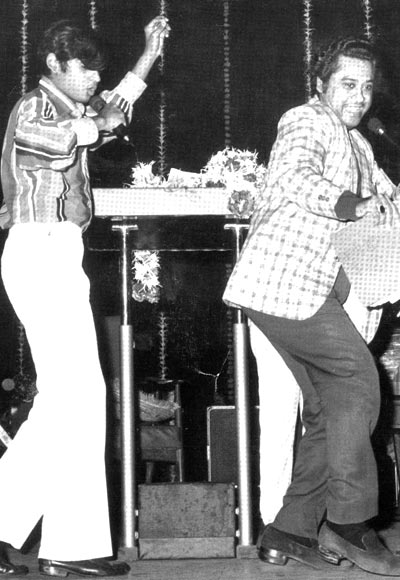 Amit Kumar (left) performing with father Kishore Kumar