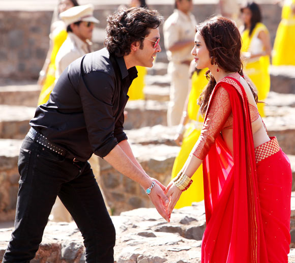 Neha Sharma and Bobby Deol in Yamla Pagla Deewana 2