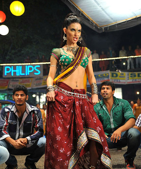 Scarlett Mellish Wilson in Cameraman Ganga Tho Rambabu