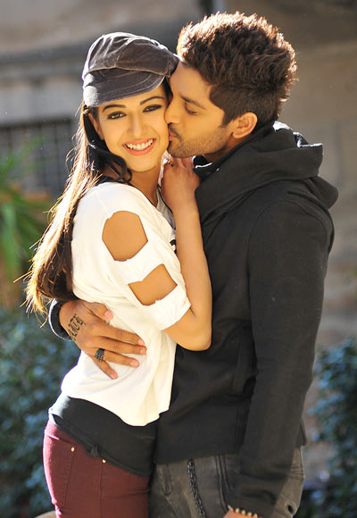 Catherine Tresa and Allu Arjun in Idddarammayila