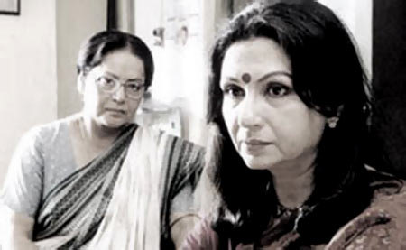 Raakhee and Sharmila Tagore in Shubho Mahurat