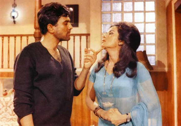 Rajesh Khanna and Nanda in Ittefaq