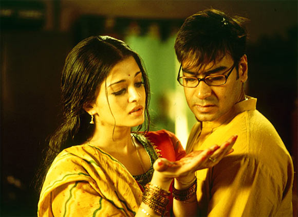 Aishwarya Rai Bachchan and Ajay Devgn in Raincoat
