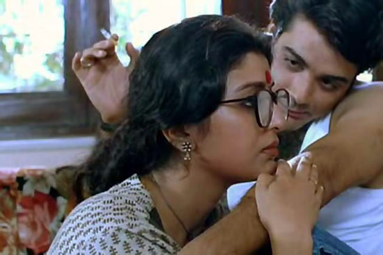 Debasree Roy and Prasenjit Chatterjee in Unishe April