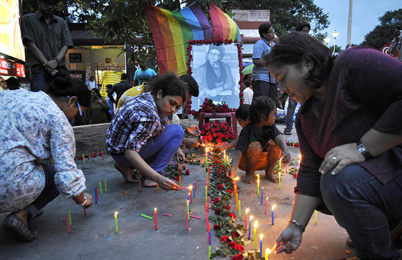Fans light candles on the streets of Kolkata.