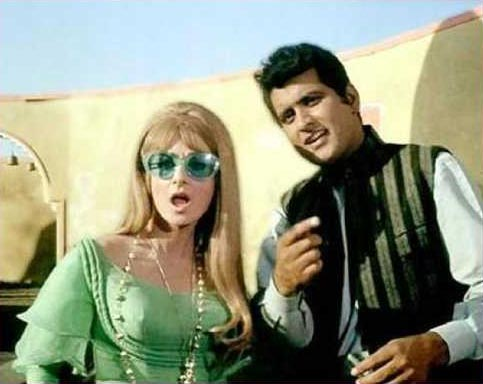 Saira Banu and Manoj Kumar in Purab Aur Paschim