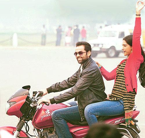 Abhay Deol and Sonam Kapoor Raanjhanaa