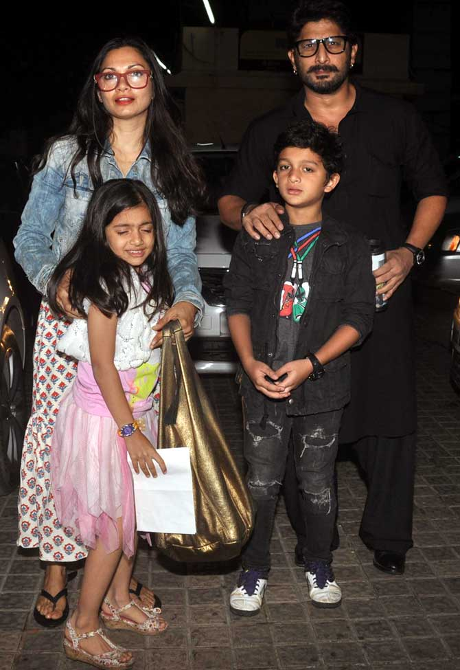 Arshad Warsi and Maria Goretti with their kids