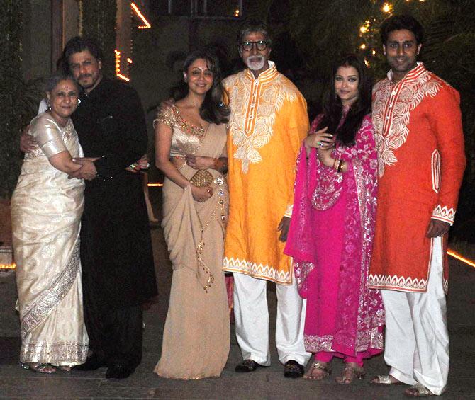 Jaya Bachchan, Shah Rukh Khan, Gauri Khan, Amitabh Bachchan, Aishwarya Rai and Abhishek Bachchan