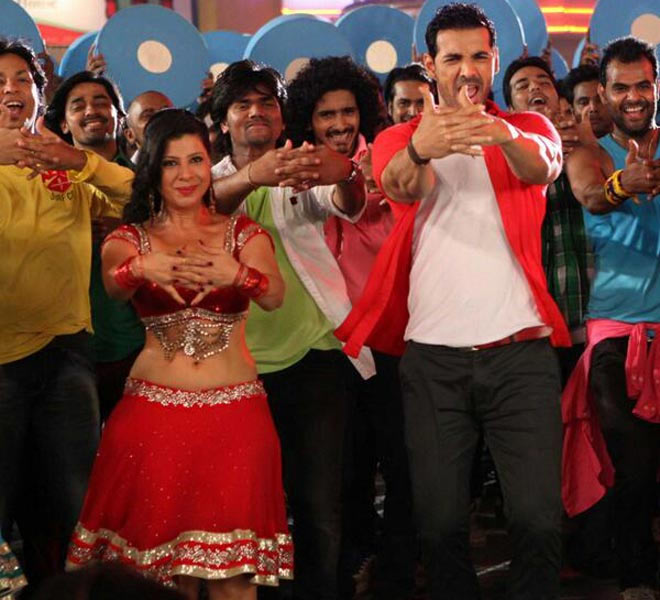 Sambhavna Seth and John Abraham in Welcome Back