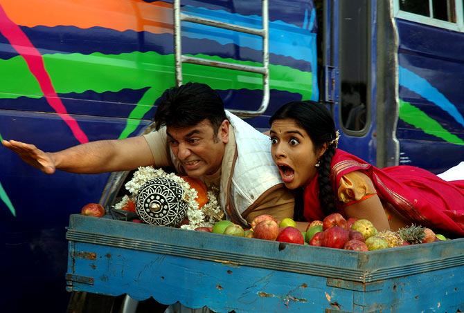 Kamal Haasan and Asin in Dasavathaaram