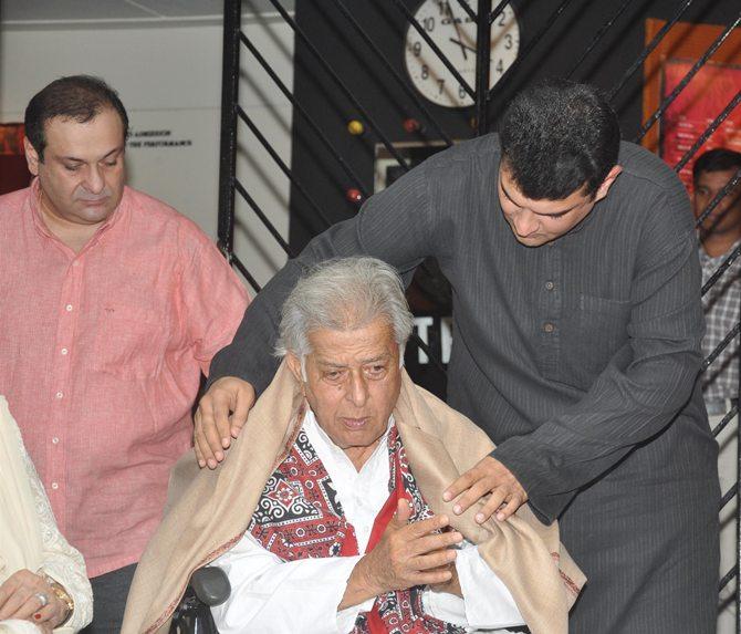 Rajiv Kapoor and Siddharth Roy Kapur with Shashi Kapoor