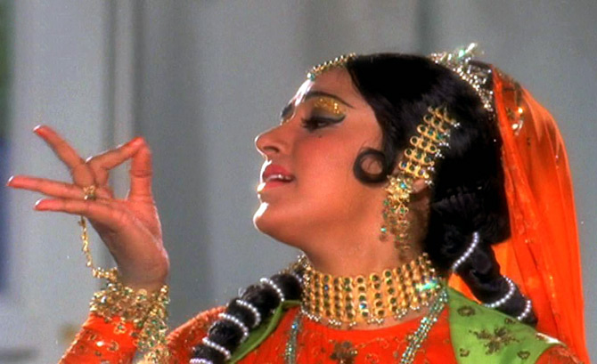 Hema Malini in Sharafat