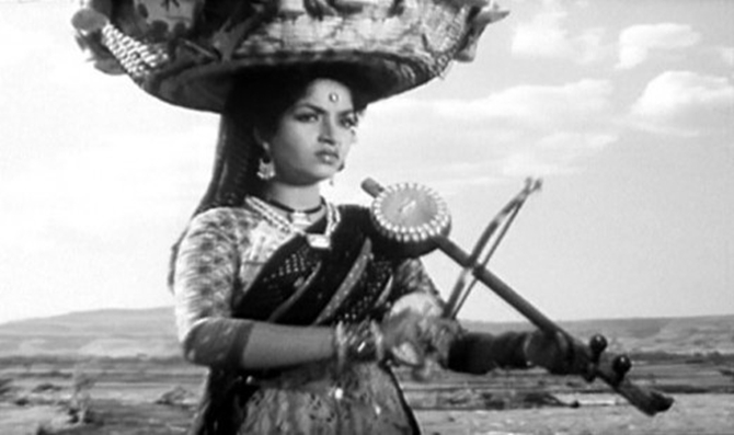 Sandhya in Do Aankhen Barah Haath