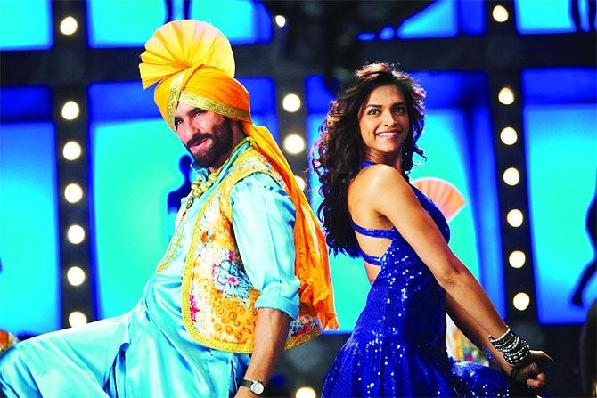 Saif Ali Khan and Deepika Padukone in Love Aaj Kal