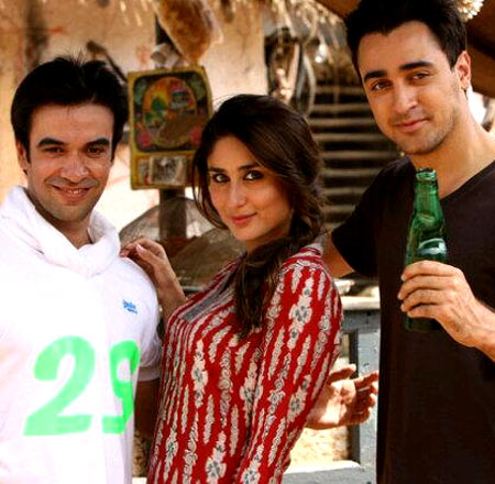 Punit Malhotra, Kareena Kapoor and Imran Khan on the sets of Gori Tere Pyar Mein