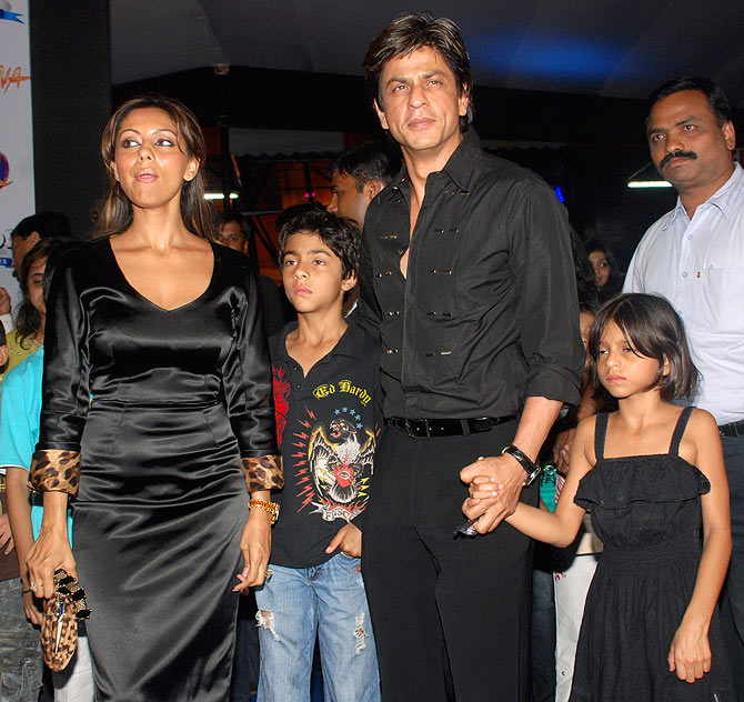 Shah Rukh Khan with his wife Gauri and kids Aryan and Suhana