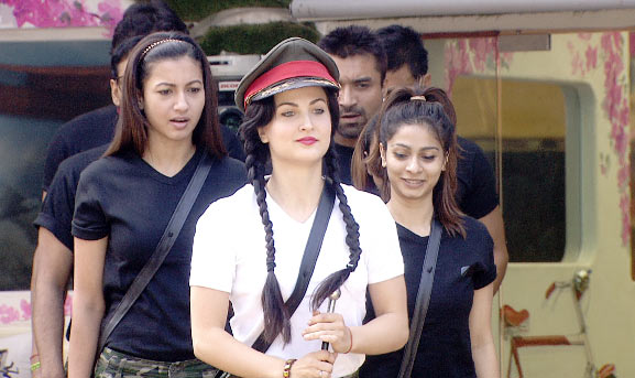 Elli Avram with Gauahar Khan, Tanisha and other Bigg Boss housemates