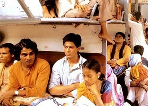 Daya Shankar Pandey and Shah Rukh Khan travel in an overcrowded train in Swades