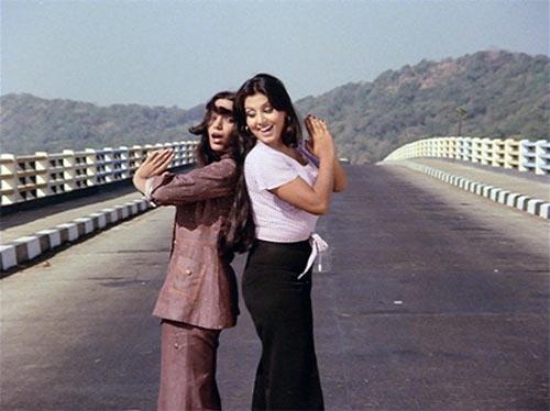 Shabana Azmi and Neetu Kapoor in Parvarish