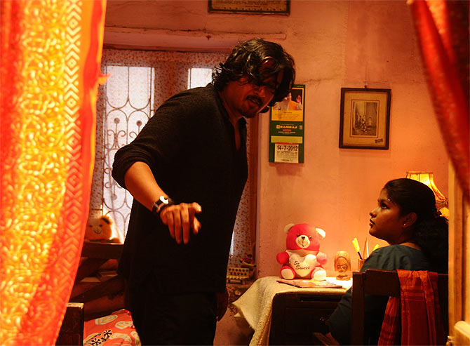Director Balaji K Kumar on the sets of Vidiyum Munn