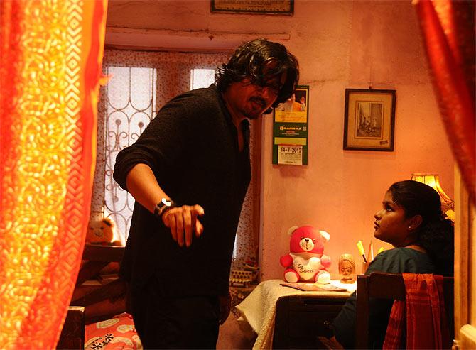 Director Balaji K Kumar on the sets of Vidiyum Munn