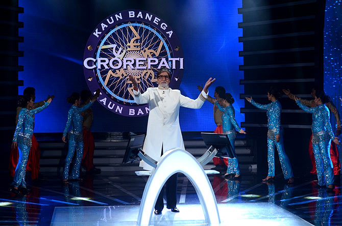 Amitabh Bachchan performs at the grand finale