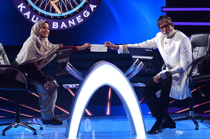 Firoz Fatma along with KBC host Amitabh Bachchan.