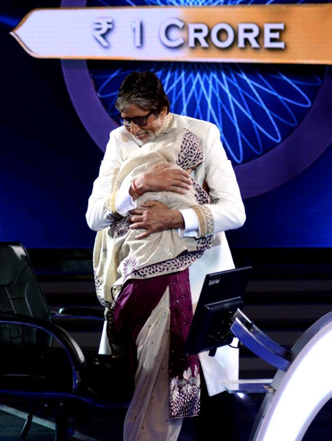 Amitabh Bachchan hugs Firoz Fatma after her triumph.