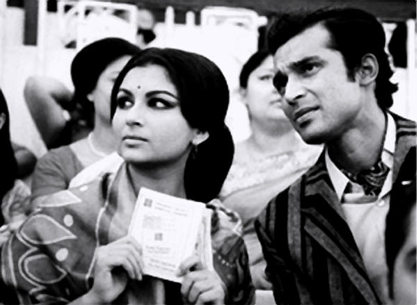 Sharmila Tagore and Barun Chanda in Seemabaddha