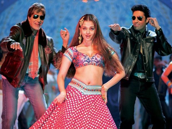 Aishwarya Rai with Amitabh and Abhishek Bachchan in Bunty Aur Babli