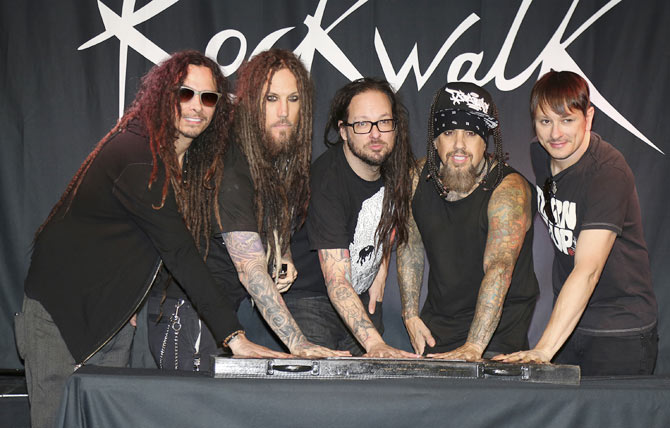 James Shaffer, Brian Welch, Jonathan Davis, Reggie Arvizu and Ray Luzier