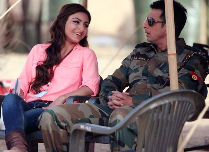 Soha Ali Khan and Sharman Joshi in War Chhod Na Yaar