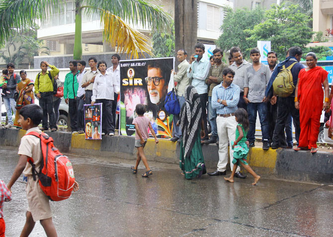 Fans outside Amitabh's home