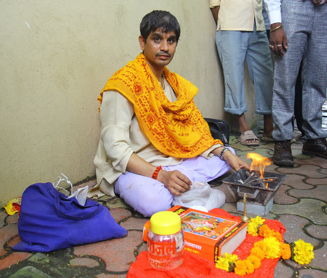 A pandit performs puja for Amitabh Bachchan on his birthday