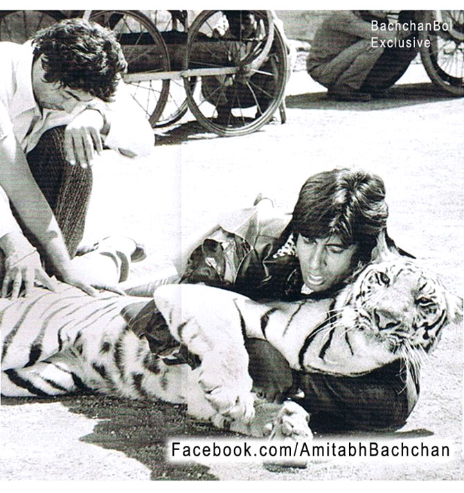 Amitabh Bachchan on the sets of Khoon Pasina