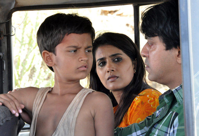 Keval Katrodia, Sonali Kulkarni and Ajay Gehi in The Good Road