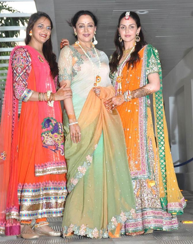Hema Malini with her daughters Ahana and Esha Deol