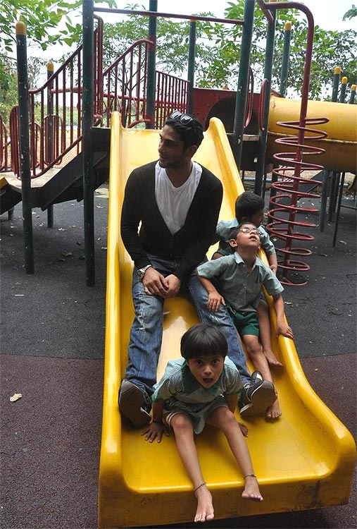 Prateik Babbar  with kids at a NGO