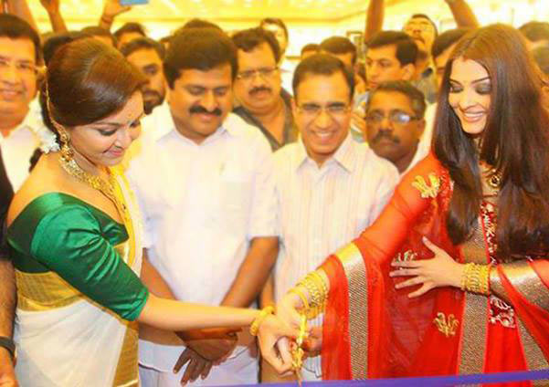 Manju Warrier and Aishwarya Rai Bachchan