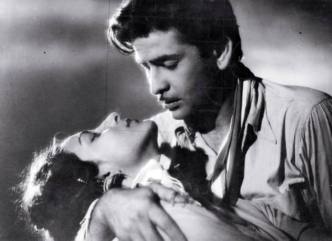 Raj Kapoor and Nargis Dutt in Barsaat
