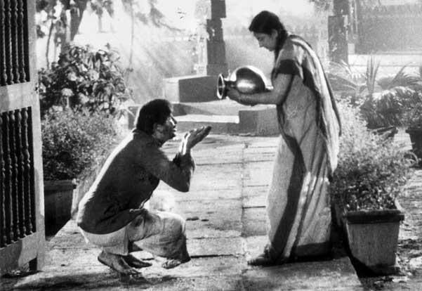 Nargis Dutt and Raj Kapoor in Jagte Raho