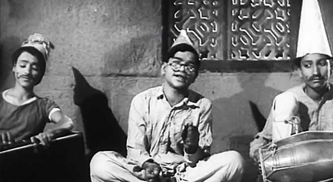 A scene from Ab Dilli Dur Nahi