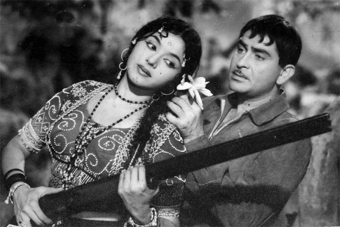 Padmini and Raj Kapoor in Jis Desh Mein Ganga Behti Hai