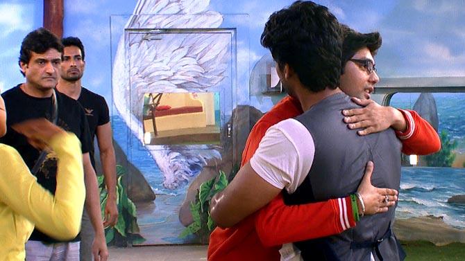 Kushal Tandon hugs Vivek Mishra