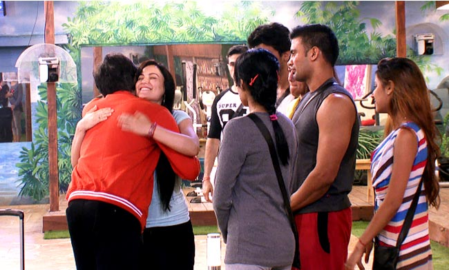 Elli Avram hugs Vivek Mishra on his eviction from Bigg Boss 7