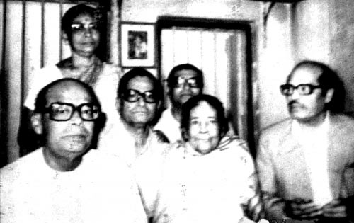 Manna Dey with his family