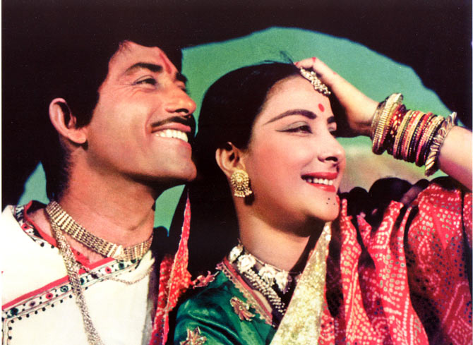Raj Kumar and Nargis in Mother India